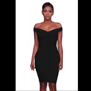 Dresses & Skirts - 🖤🌟NEW ITEM! Off-the-Shoulders Black Mini Dress🖤